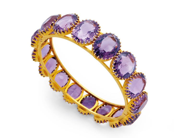 AN ANTIQUE AMETHYST AND GOLD BANGLE BRACELET, CIRCA 1900
