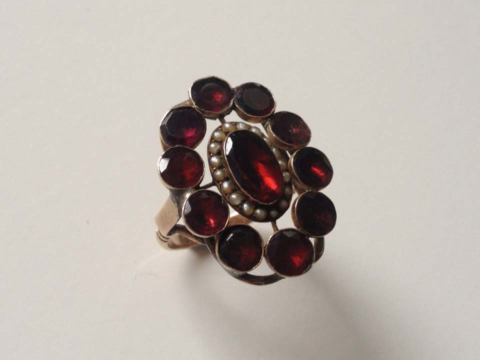 Antique Victorian garnet and seed pearl 9ct gold flower ring