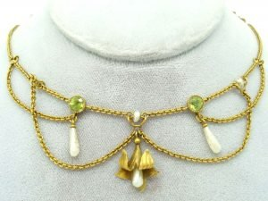 10K GOLD FESTOON NECKLACE WITH PERIDOTS AND PEARLS