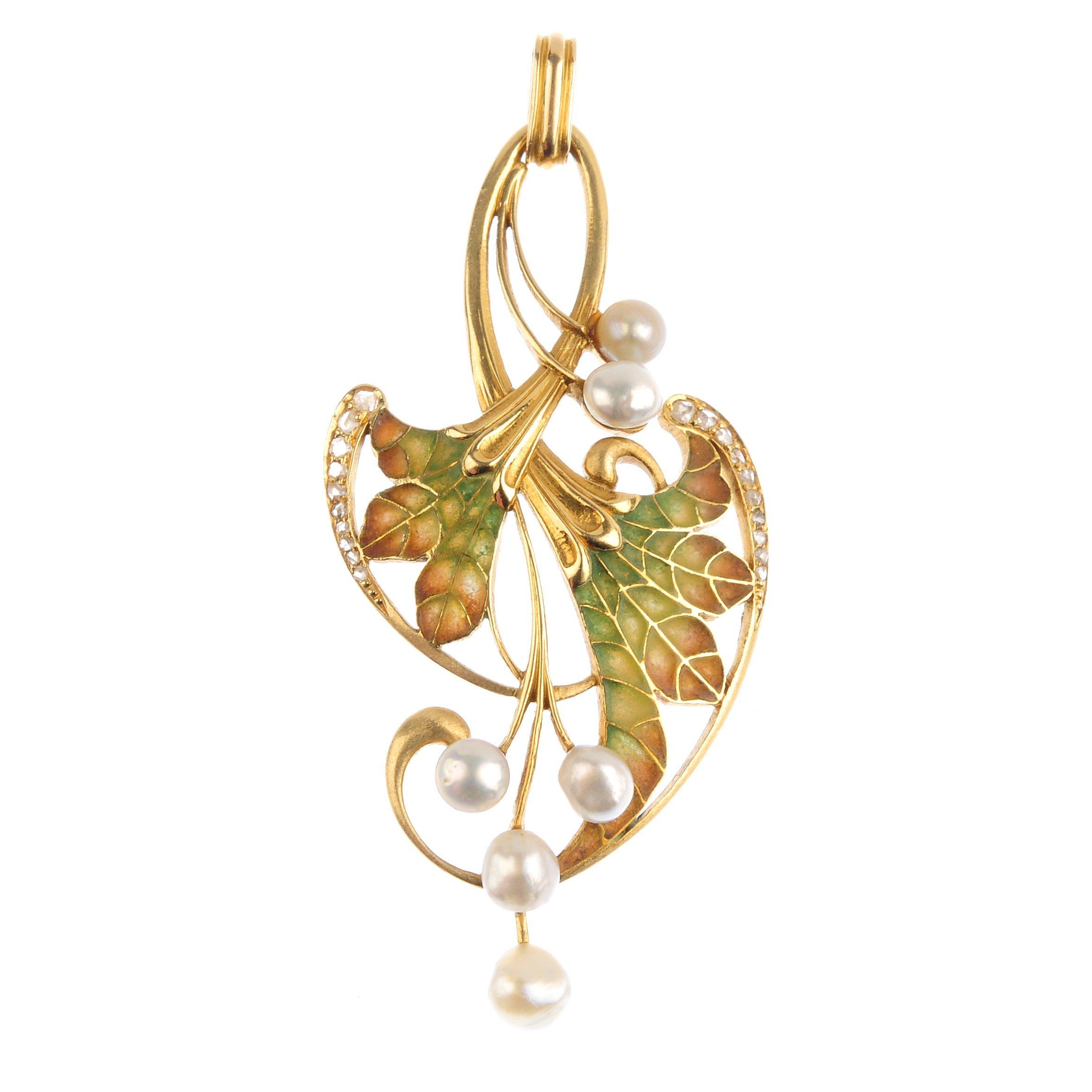 "<a href=""https://www.fellows.co.uk/2104-lot-59-An-Art-Nouveau-gold-plique-a-jour-enamel-pearl-and-diamond-pendant?utm_source=Ageless%20Heirlooms&utm_medium=blog&utm_campaign=Ageless%20Heirlooms%20Vintage&utm_content=Blog%20and%20social"">LOT 59</a>"
